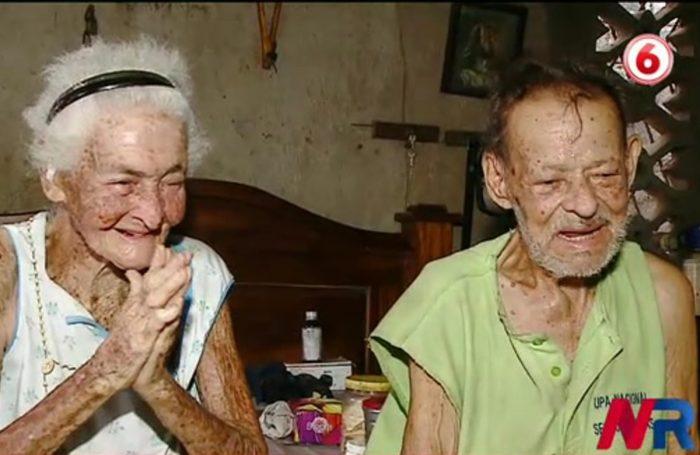 Una pareja cumple 64 años de casados en medio del abandono